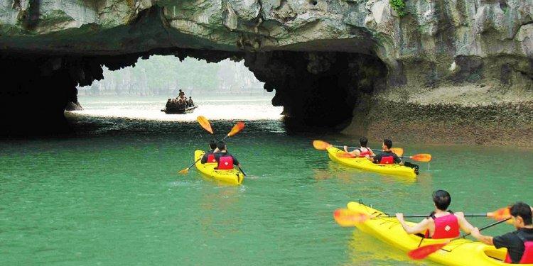 Kayaking halong bay hai phong