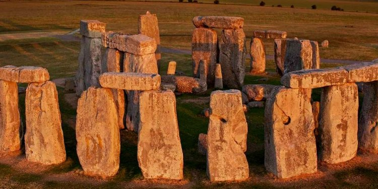 Stonehenge Facts, Secrets and