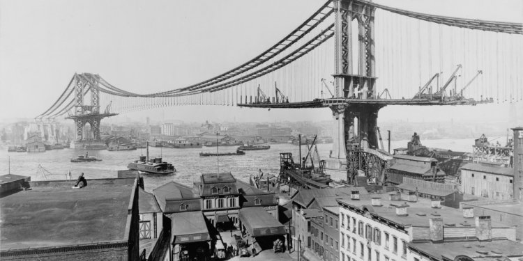 Brooklyn Bridge under construction