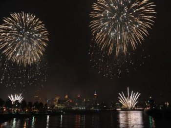 a number of roadways would be closed July 4 in Brooklyn Heights and DUMBO the annual fireworks show.